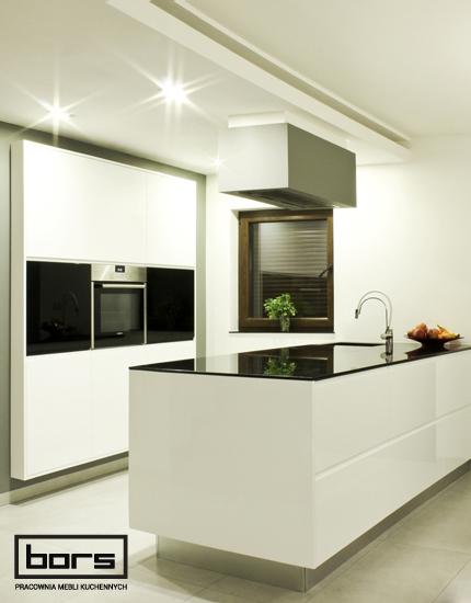 Aranżacja kuchni Białe zawsze eleganckie - Tychy